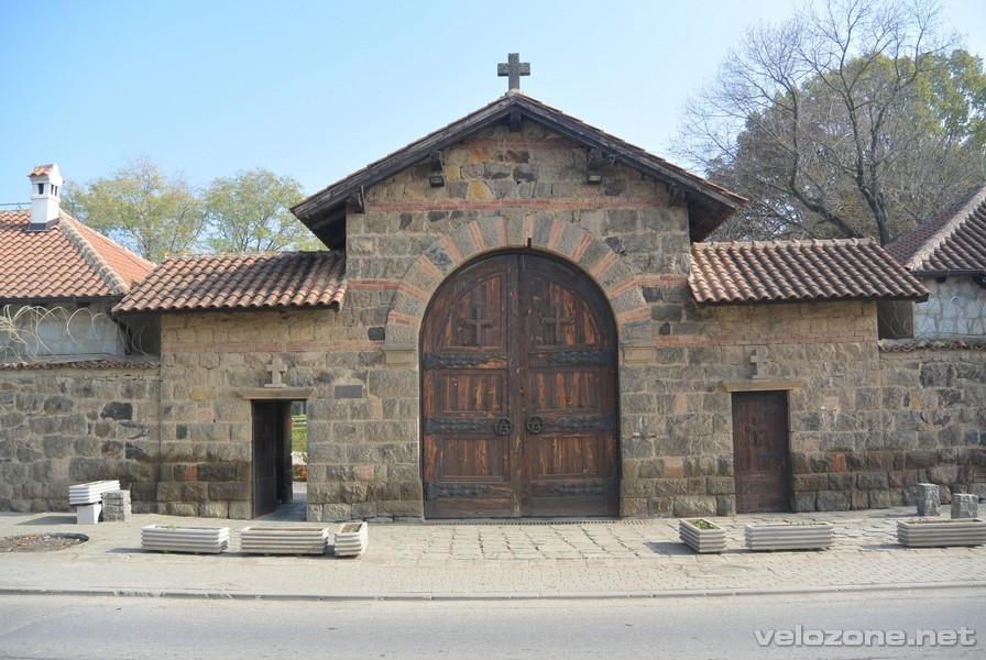 Brama wejściowa do monastyru