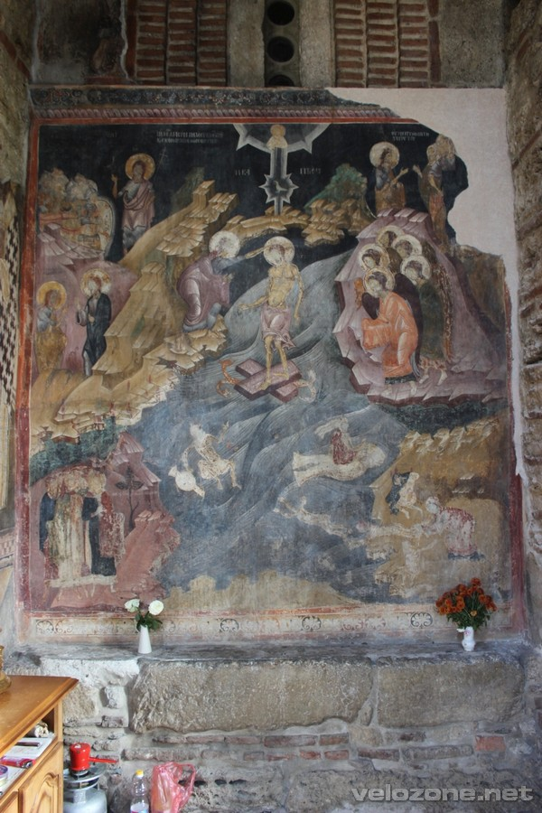 Fresk chrztu Chrystusa w prawej nawie przedsionka cerkwi.