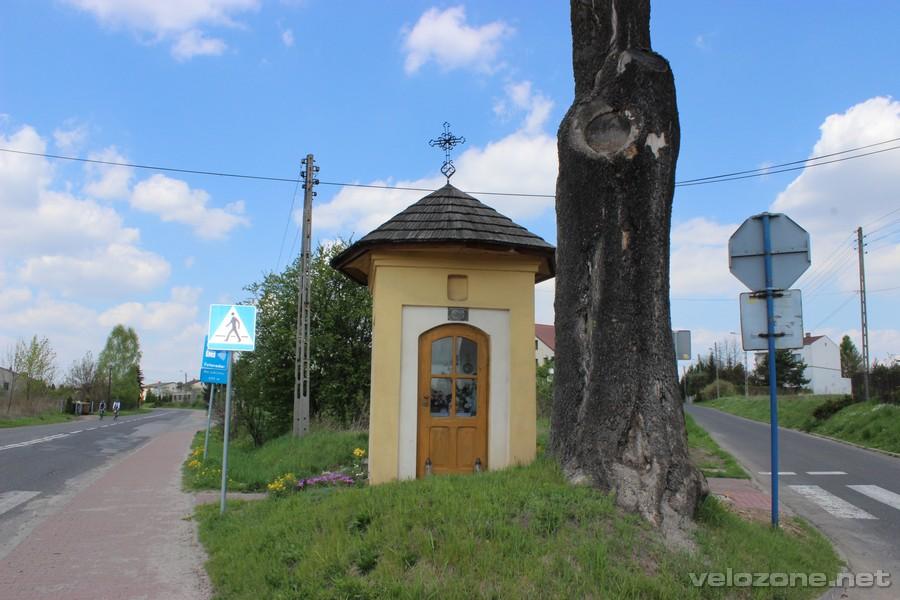 Kapliczka na skrzyżowaniu Wrocławskiej i Łosińskiej