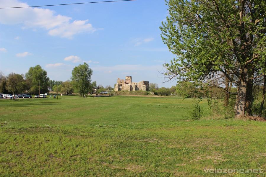 ruiny zamku biskupów krakowskich w Siewierzu.