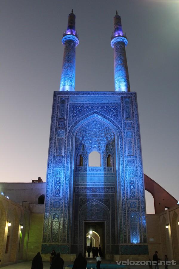 Wieczorny wystrój meczetu piątkowego