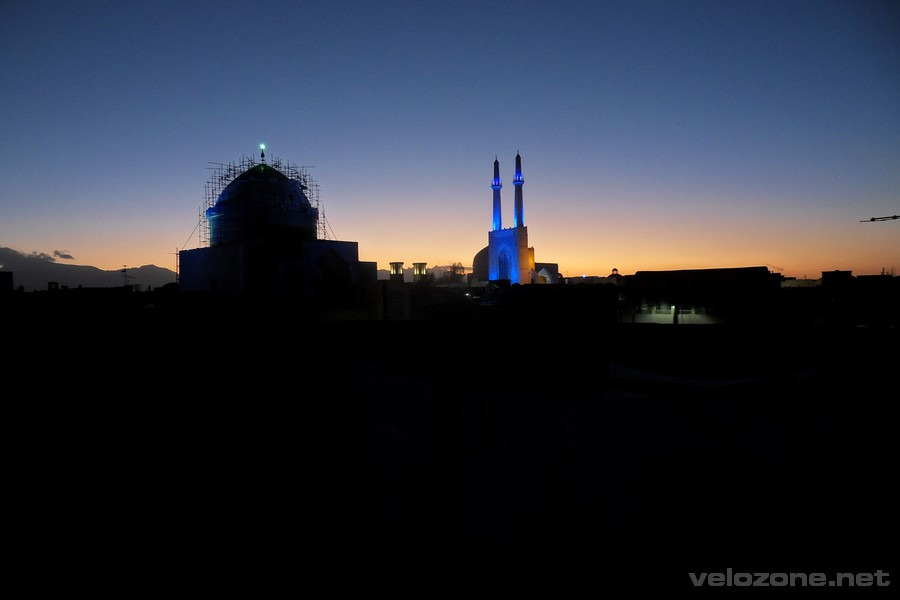 """Nocna panorama z """"naszego"""" dachu"""